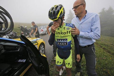 SKADET: Bjarne Riis måtte se Alberto Contador bryte årets Tour de France på grunn av et brudd i et leggbein.