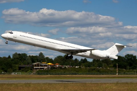 Vraket av MD-83-flyet til Swiftair, som var leid ut til Air Algerie, er funnet ved grensa mellom Burkina Faso og Mali.
