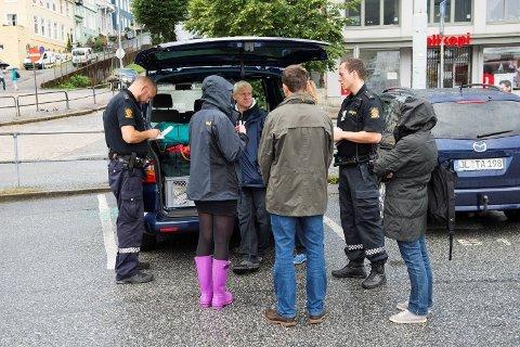 TOK BAGASJEN: Tyvene hadde bare vært inne i den ene av de to familienes biler som sto parkert ved Munkebryggen i Bergen i natt. Det ble borttatt to svarte kofferter med klær og datamaskin.