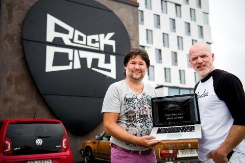 Eskil Brøndbo (til venstre) og Eivind Berre fra D.D.E. er svært delaktige i Bandwagon. Nå utfordrer de flere til å melde seg på musikkonkurransen.