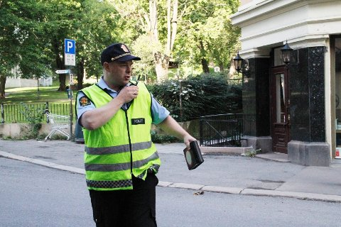 Trafikkansvarlig Øystein Lægdene har aldri skrevet så mange bøter på så kort tid. Han mener det er ille. Her fra mandagens Aksjon skolestart.