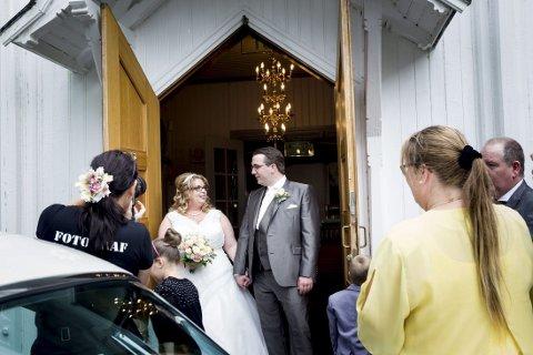 I NYE ROLLER: Aina Lindblom og Dennis van der Schoor ga hverandre sitt ja i kirken lørdag. Det var dataspillet World of Warcraft som førte dem sammen.