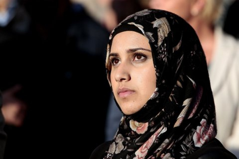 INITIATIVTAKER: Faten Mahdi Al-Hussaini under demonstrasjonen mot Den islamske staten mandag.