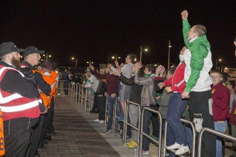 PORTEST: Noen Celtic-fans samlet seg for å protestere mot sin egen klubb etter kampen.