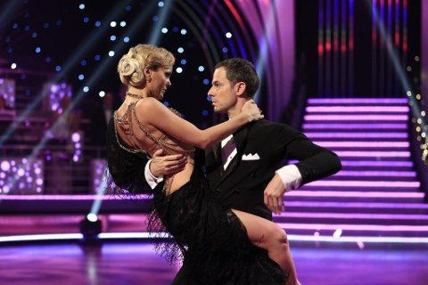 LITEN KJOLE: Caroline var redd for at kjolen skulle avsløre litt for mye under kveldens sending.