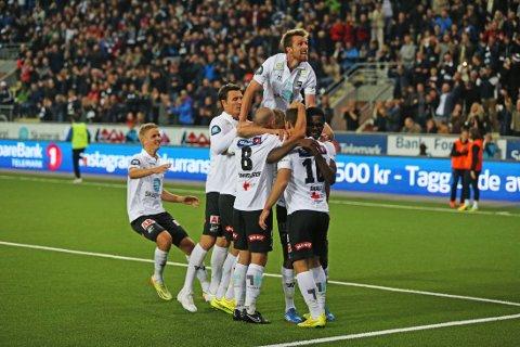 TIL FINALE: Odd spillerne jubler under møtet med Sarpsborg.