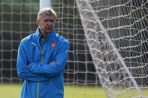 AVTALE: Arsene Wenger går langt i å antyde at olivier Giroud nærmer seg ny kontrakt.
