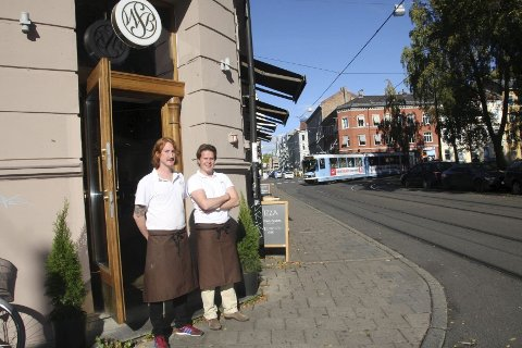 Nabolaget i Birkelunden har gjort Robert Berntsson og Carl Fredrik Samson lystne på å holde steinovnen varm langt utover vanlig bakeri-tid.