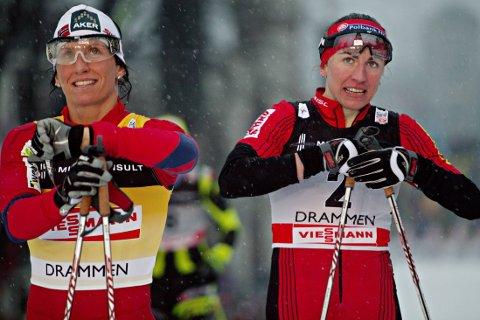 KONKURRENTER: Justyna Kowalczyk (høyre) og Marit Bjørgen har vært konkurrenter gjennom flere år i langrennssporet. Nå vil Antidoping Norge få den polske jentas bedøvelsesmedisin, som hjelp henne til OL-gull i Sotsji i år, inn på dopinglisten.