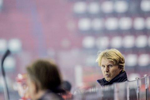 AVSKRIVER EGET LAG: Vålerenga har fem tap på sine ni første kamper i Get-ligaen, og trener Espen «Shampo» Knutsen avskriver allerede laget som seriemester denne sesongen.