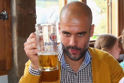 BEUNDRING: Josep Guardiola skal ha et nært forhold til Manchester United.