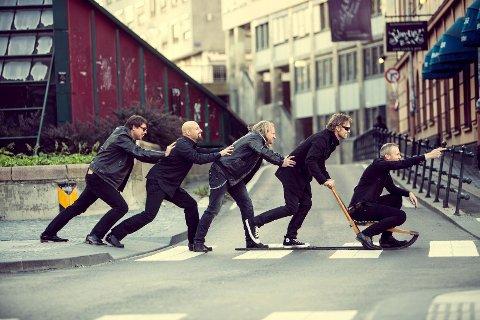 ROCKA: Bandet Svigermors Drøm med Vegard Westreng, David Sitkin Røsler, Stig Gundersen, Anders Aas og Magne Wollebæk Simensen lover ekte Norsk rock på John Dee.