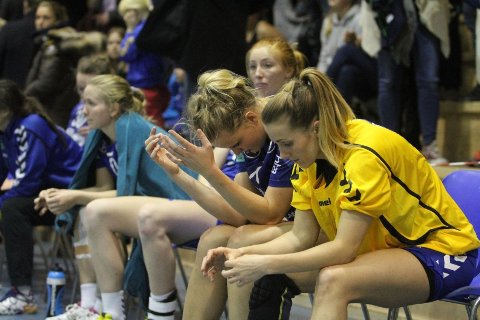 DEPPER: Anne Kjersti Suvdal (høyre), Christine Homme og Nilna Stokland ble et lett bytte for tøffe haldensere.