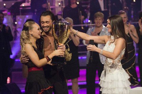 Agnete Kristin Johnsen og dansepartner stakk av med seieren i Skal vi danse.