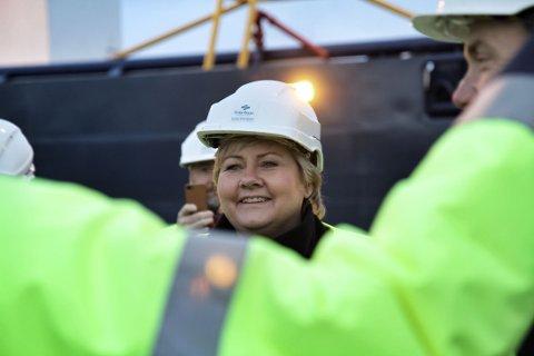PÅ BESØK: Statsminister Erna Solberg (bildet) og utenriksminister Børge Brende var på besøk i Hammerfest mandag.