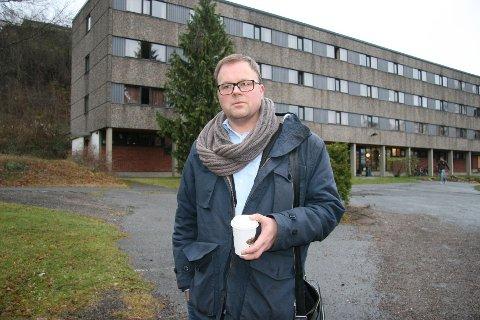 OPPGITT: Espen Ophaug (V) mener det er noe å lære av utbyggingssaken ved Langsetløkka og Rønningen folkehøgskole, her ved skolen. Foto: Kristin Tufte Haga