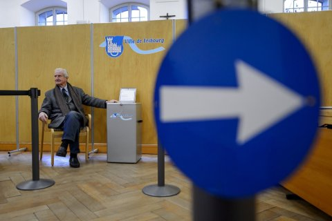 TIL URNENE: I helgen var det folkeavstemning i Sveits der blant annet innvandring igjen var et av spørsmålene som skulle besvares.