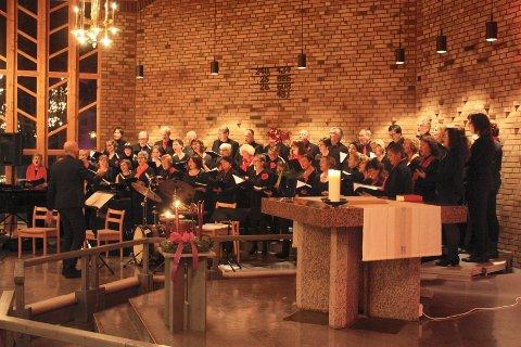 Det har blitt en tradisjon at Prinsdal Sangeri inviterer til Desemberklang i Hauketo og Prinsdal kirke. Søndag klinger det igjen. Her fra fjorårets konsert.