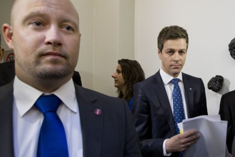 I FORHANDLINGER: Ifølge VG sitter justisminister Anders Anundsen (til venstre) fredag ettermiddag i harde forhandlinger med KrF-leder Knut Arild Hareid (til høyre) og Venstre-leder Trine Skei Grande.