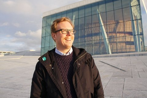 Baryton Espen Langvik (39) debuterte i Operaen i 2003 og fikk fast jobb i 2009. Han er tillitsmann for solistene og har de siste tre årene engasjert seg i lokalpolitikken. På bursdagen hans, søndag 21. desember, er det premiere for Barberen i Sevilla på hovedscenen.