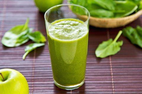 GRØNT ER SKJØNT: Juice og smoothies kan bidra til å øke inntaket av frukt og grønt, men det har ikke nødvendigvis en «detox-effekt» som renser kroppen din.