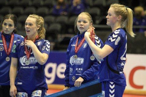 BITTERT: Dorentina Osmani (venstre), Frida Nåmo Rønning, Mariann Gabrielsen og Marte Jonstad Røkke hang litt med hodet etter finaletapet.