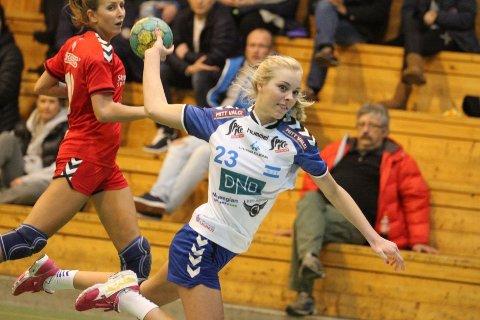 POSITIV: Unge Emilie Løkting Johansen fikk en halvtime, og scoret tre mål mot Rælingen.