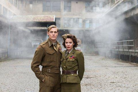 Espen Klouman-Høiner som Leif Tronstad og Anna Friel i rollen som agent Smith i NRK-serien «Kampen om tungtvannet», som tok tv-publikumet med storm søndag.