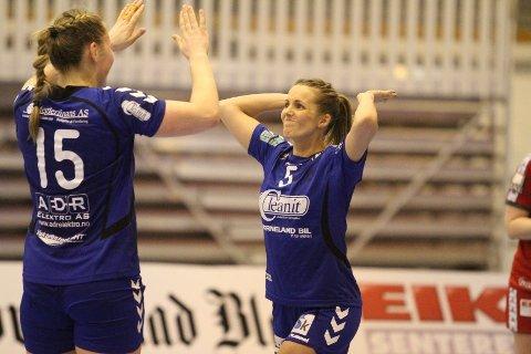 LETTET: Anne Kjersti Suvdal (høyre) jubler lettet etter å ha utlignet til 20-20 i siste sekund.