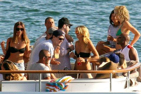 LEONARDO DICAPRIO slapper av med venner på ferie i Karibien.