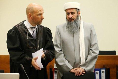 VENTER: Mulla Krekar fikk bli i Oslo til spørsmål om tvangsbosetting er behandlet av domstolen. Først denne uken får Borgarting lagmannsrett tilsvaret fra politiet.