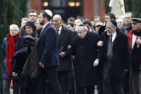 STORT OPPMØTE: Det var stort oppmøte under begravelsen til Dan Uzan onsdag, et av ofrene for helgens terrorangrep i København.