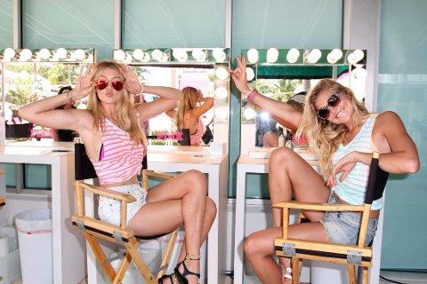 LIKER HUD: Gutta liker at jenter viser hud på første date, mens jentene gjerne vil se gutta i rutete skjorter og skinnjakker. Det er imidlertid jentene som er mest opptatt av klesstil i en eventuell partner. Her er de stilbevisste supermodellene Gigi Hadid og Rachel Hilbert.