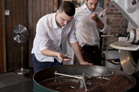 BEDRE BETALT: Tim Wendelboe mener kaffebøndene bør få bedre betalt, og at kvalitetskaffe ofte koster litt. Foto: Anders Valde