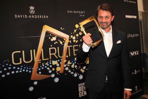 """Thomas Numme vant Gullrute for """"beste programleder"""" under årets utdeling i Grieghallen i Bergen."""