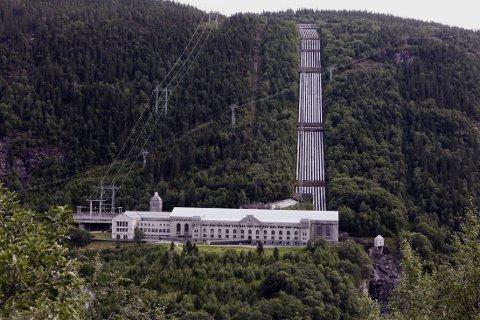 AVGJØRES I SOMMER: Vemork kraftstasjon fra 1911, i dag museum, er et av flere industriminner etter Norsk Hydros banebrytende industrisatsing i Telemark. I løpet av sommeren skal UNESCO ta stilling til om Rjukan og Notodden skal inn på verdensarvlista.