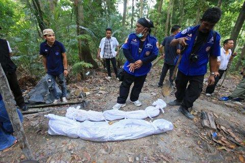 GRAVER: 140 graver er funnet på grensen til Thailand.