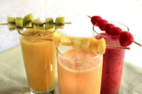 DRIKK FRUKT OG GRØNNSAKER og få i deg viktige næringsstoffer ved å drikke smoothies.