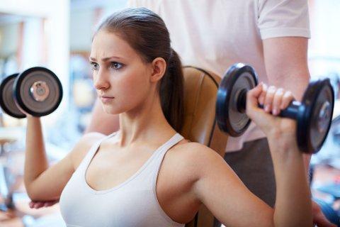 PÅ TRENING: Jenter kan ha mange rare, men reelle bekymringer når de trener.