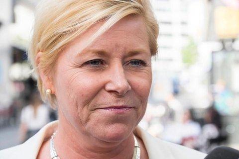 INN PÅ TEPPET: Finansminister Siv Jensen vil ha bransjen inn på teppet for å få en forklaring på drivstoffprisene.