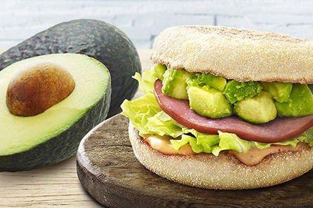 MER GRØNT: I Japan forsøker Mcdonald's seg nå med mer avokado på menyen.
