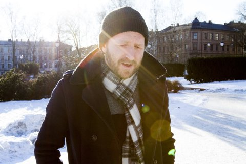 Thom Hell er aktuell med «Until This Blows Over».