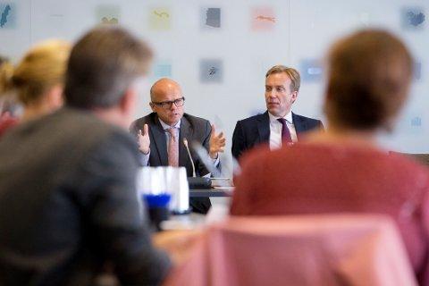 MØTE I UD: EØS/EU-minister Vidar Helgesen og utenriksminister Børge Brende i møte med norske frivillige organisasjoner som er aktive innenfor flyktning- og migrasjonsfeltet i Europa onsdag.