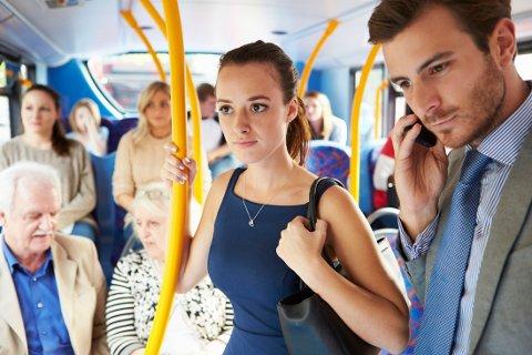 KJEDELIG VEI TIL JOBB: De aller fleste har mer elle rmindre lang vei til jobb, og kjører kollektivt.