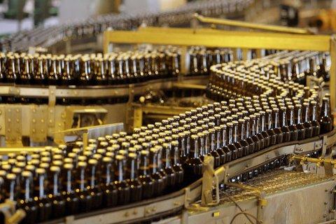 Det britiskbaserte bryggeriselskapet SABMiller kan bli slukt av sin større konkurrent AB InBev, som er verdens største.