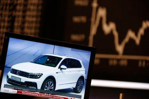 BRÅREMS FOR Vw-AKSJER: Volkswagen-aksjen falt 20 prosent mandag, etter at diesel-juks ble avslørt. Flere biler har fått installert teknikk som viser mindre farlig utslipp under tester.