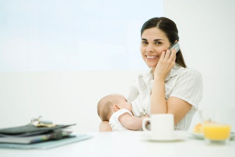 Svensk blogger tar oppgjør med mødres mobilbruk: Den perfekte mammaen finnes ikke.
