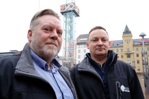 TIL KAMP: Fred Thorkildsen (til venstre) og Kolbjørn Holmsen står i spissen for selskapet Bekjemp Svart Arbeid AS. Her vil de samle seriøse norske bedrifter som tar avstand fra svart arbeid.