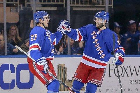 ENDELIG EN GRUNN TIL Å SMILE: Både Ryan McDonagh og Derick Brassard scoret mål da New York Rangers vant mot Ottawa Senators.