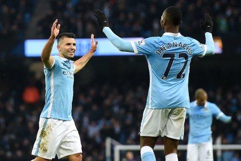 PÅ TOPP: Sergio Agüero (venstre) scoret to mål mot Crystal Palace, og sendte Manchester City på toppen av Premier League-tabellen.